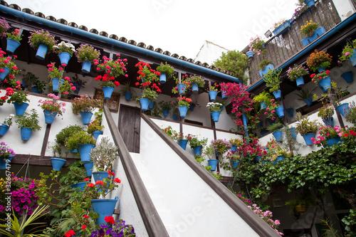 Escalera en un patio de Córdoba
