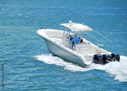 Fotografia, Obraz Fishingboat Powered by Three Outboard Engines