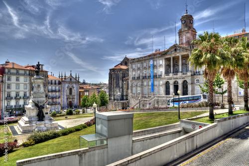Obraz na plátne Infante D. Henrique Statue & Palácio da Bolsa, Porto, Portugal.