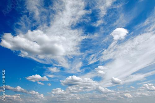 Fototapeta premium panorama błękitne niebo z chmurami