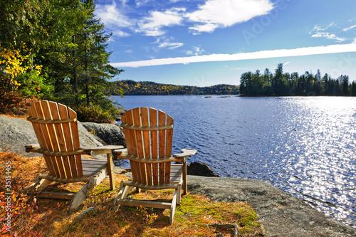 Foto Adirondack Stühle am Seeufer