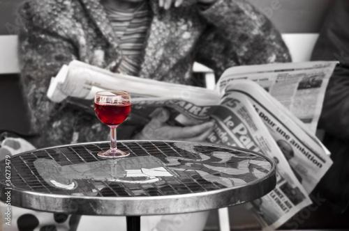 Verre de vin dans un bistrot - Paris, France #36273479