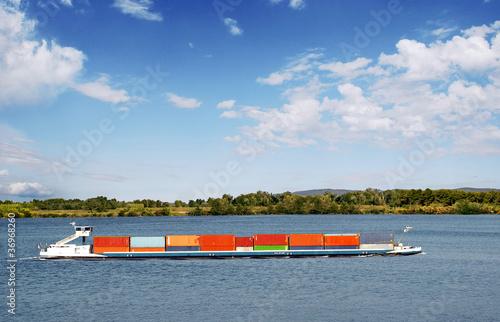 Slika na platnu Péniche transportant des conteneurs