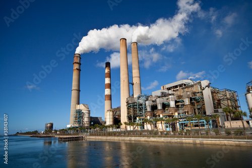 Industrial power plant with smokestack Fototapete
