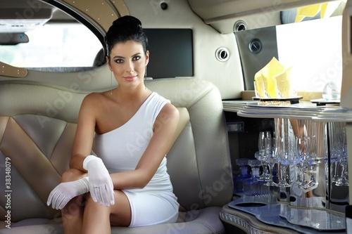 Carta da parati Beautiful woman in limousine