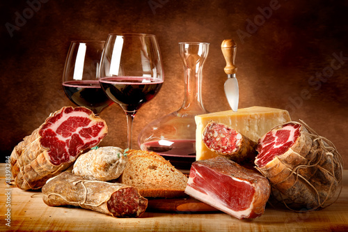 Murais de parede Insaccati con formaggio e vino rosso