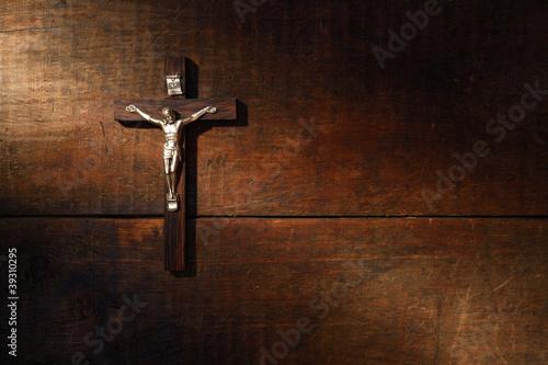 Crucifix On Wooded Wall Fototapete