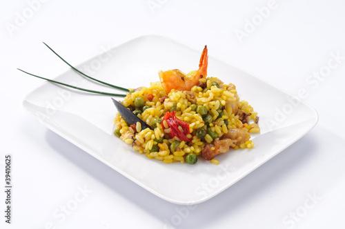 Paella di carne e pesce, piatto tipico spagnolo