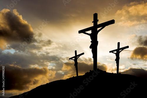 Drei Kreuze bei Sonnenuntergang Fototapete