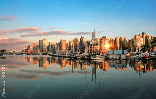Fototapeta premium Panoramę Vancouver o zachodzie słońca