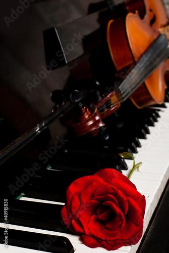 Fototapeta premium Skrzypce i fortepian