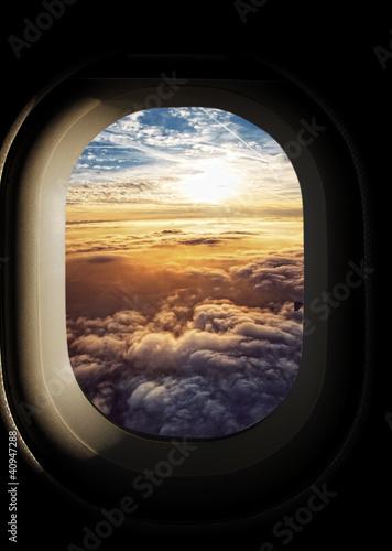 Fototapeta Niebo widziane przez okna samolotu na ścianę