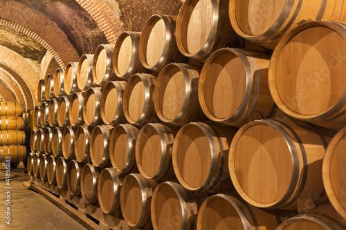 Toneles de vino en la bodega Fototapeta