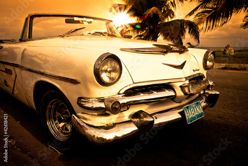 Fototapeta premium Stary amerykański samochód, Kuba