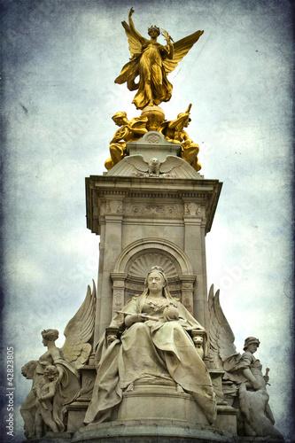 Statue of Queen Victoria, Buckingham Palace, London, UK Fototapeta