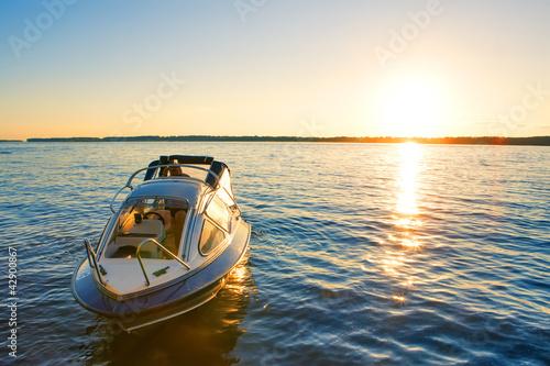 Carta da parati boat at sunset