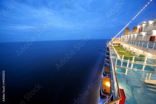 Obraz na płótnie cruise ship floats at night, long exposure