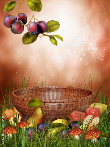 Kosz wśród jesiennych owoców
