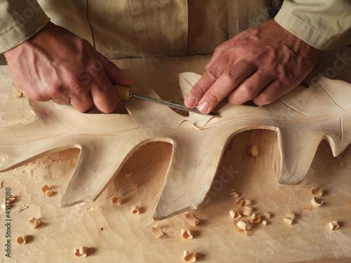 carving a leaf in wood Fototapeta