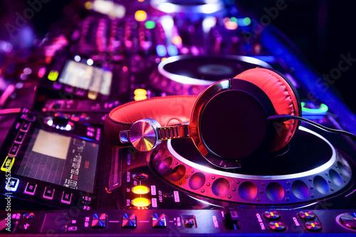 Obraz na płótnie Mikser DJ ze słuchawkami