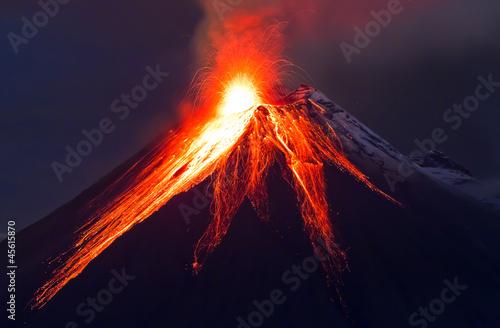 Canvas Print Close up volcano eruption (Tungurahua)