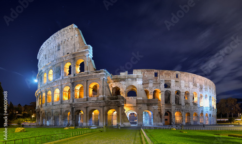 Leinwand Poster Colosseum at night in the moonlight