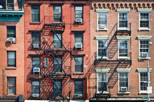 Valokuvatapetti Façade avec escalier de secours - New York