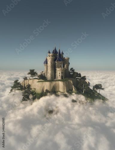 Zamek na górze w chmurach