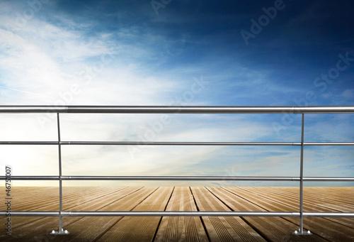Valokuva ringhiera sul cielo