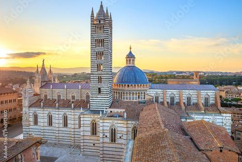 Obraz na plátně Siena sunset panoramic view. Cathedral Duomo landmark. Tuscany,