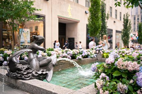 Photo Rockefeller Center fountain on Fifth Avenue, NYC.