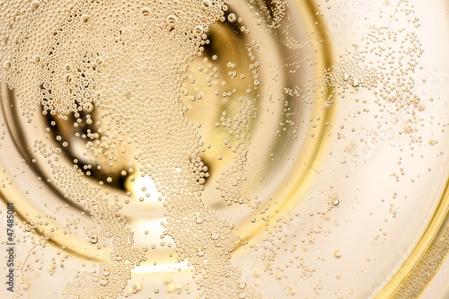 Obraz na płótnie Viele winzige Blasen in einer Sektschale