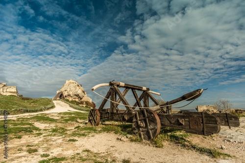 Carta da parati Old catapult in Les Baux-de-Provence, France