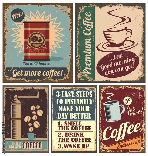 Fototapeta premium Archiwalne plakaty do kawy i metalowe tabliczki