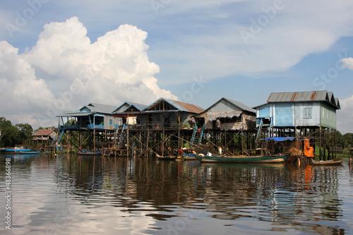 Fotografia Village sur pilotis au bord du lac Tonle Sap