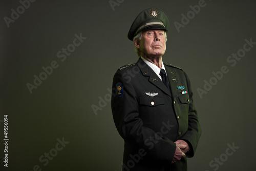 US military general in uniform. Studio portrait. Fototapete
