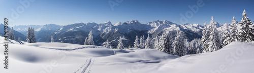 Obraz na płótnie Zimowa panorama w ośnieżonych górach