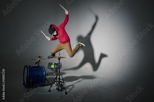 Billede på lærred young drummer jumping while playing