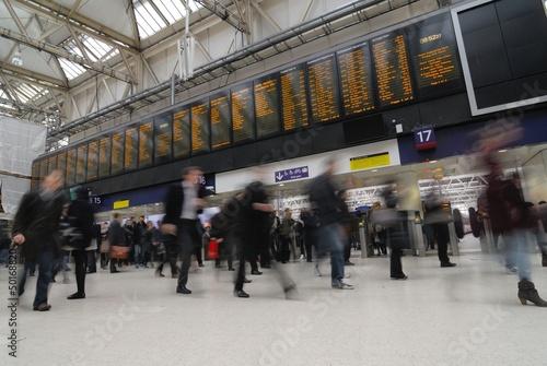 Canvas Print Rush hour at Waterloo train station, London