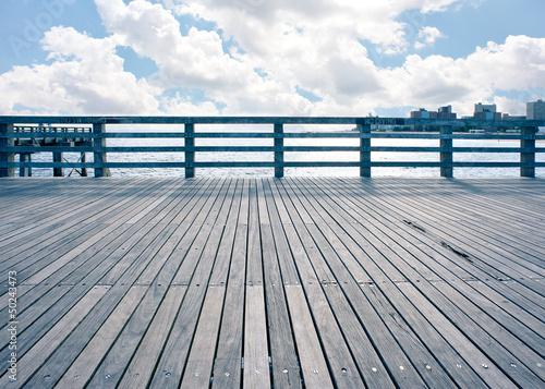 Fotografia Empty pier at Coney Island beach, New York City.