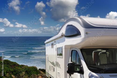 Camper zaparkowany na plaży w Buggerru, Sardynia, Włochy Fototapeta
