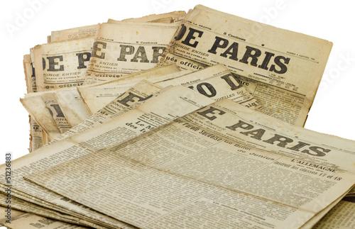 Wallpaper Mural Tas d'ancien journaux Paris