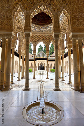 Stampa su Tela Lions courtyard in Alhambra, Patio de los Leones, Granada