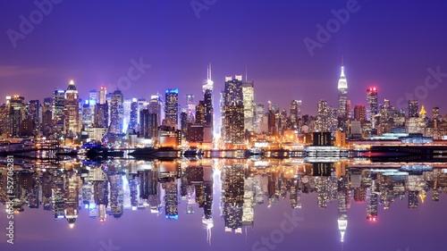 Fototapeta Panorama Manhattanu z odbiciem w wodzie przestrzenna powiększająca wnętrze