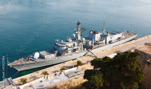 Foto Type 23 frigate in the Malta Grand Harbor