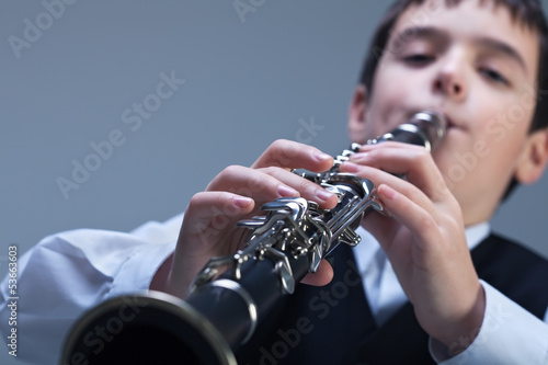Canvas-taulu Boy playing on the clarinet