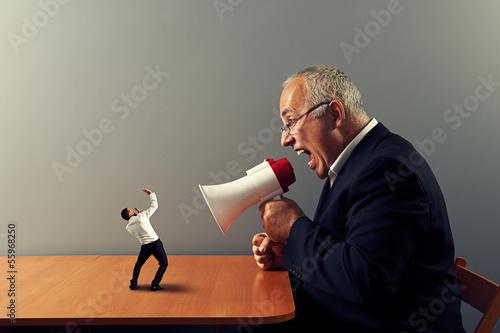 Photo boss screaming at small businessman