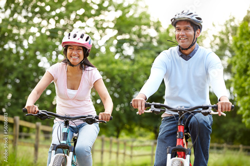 Fotografia, Obraz Indian Couple On Cycle Ride In Countryside