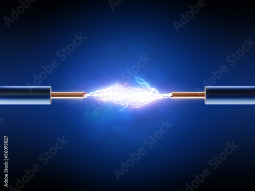 Foto Elektrischer Funken zwischen zwei isolierten Kupferdrähten