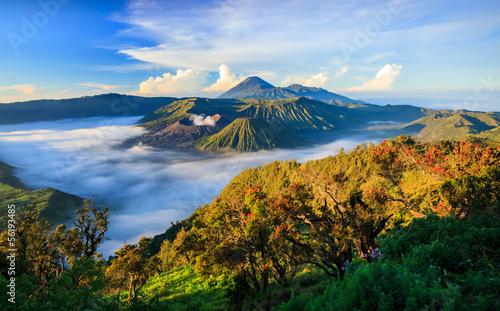 Fototapeta premium Bromo vocalno o wschodzie słońca, East Java, Indonezja